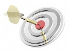 红色目标和镖关闭孤立在白色背景