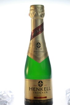 绿色酒瓶水图片