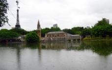 湖上铁塔图片
