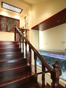 楼梯一侧的风景图片