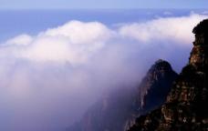 山脉白云图片
