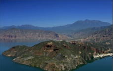 湖泊大山图片