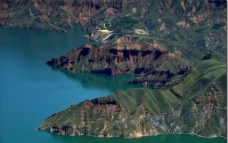 湖泊山谷图片