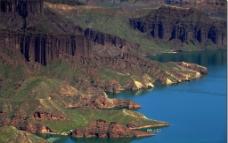 大山湖泊图片