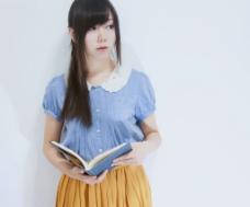 黄裙子文艺女孩图片
