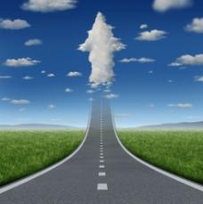 公路 云朵背景图片