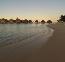 海边度假村图片