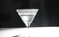 酒杯动态摄影图片