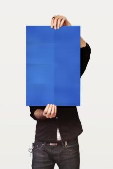 手拿海报背景模板