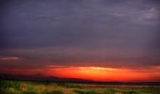 黄昏下的荒野图片